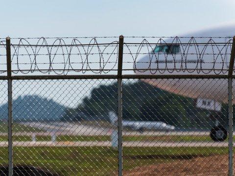 pagar harmonika bandara